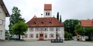 Rathaus Eglofs mit Dorfbrunnen